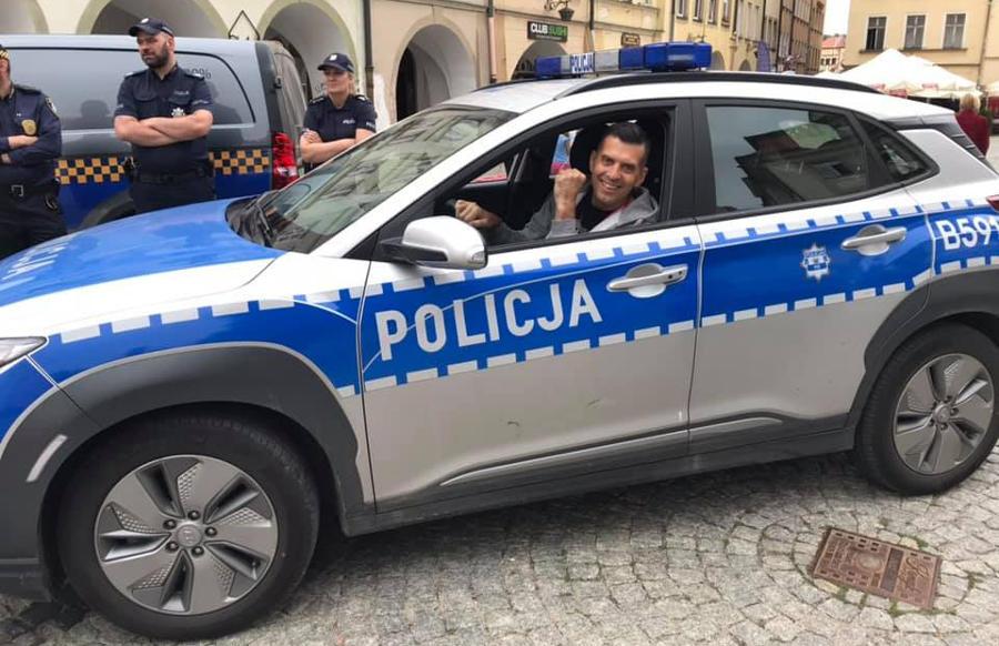 Współpraca Policji z Team Bustowski